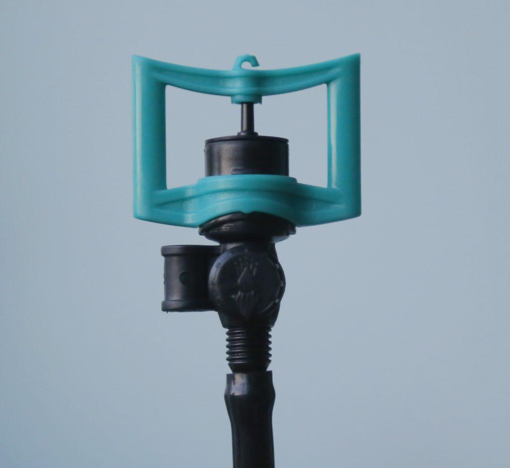 Gắn béc vào đầu ống tưới LDPE 6mm